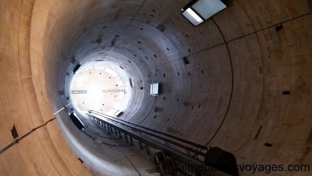 L'intérieur de la tour de Pise